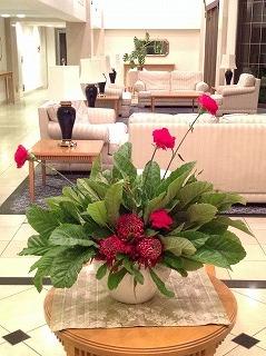 ビワの葉生け花